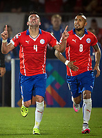 Fotball<br /> Copa America<br /> Chile v Uruguay<br /> Foto: imago/Digitalsport<br /> NORWAY ONLY<br /> <br /> SANTIAGO, June 25, 2015 -- Mauricio Isla (L) of Chile celebrates after scoring during their quarterfinal against Uruguay at 2015 Copa America in Santiago, Chile, on June 24, 2015. Chile won 1-0.