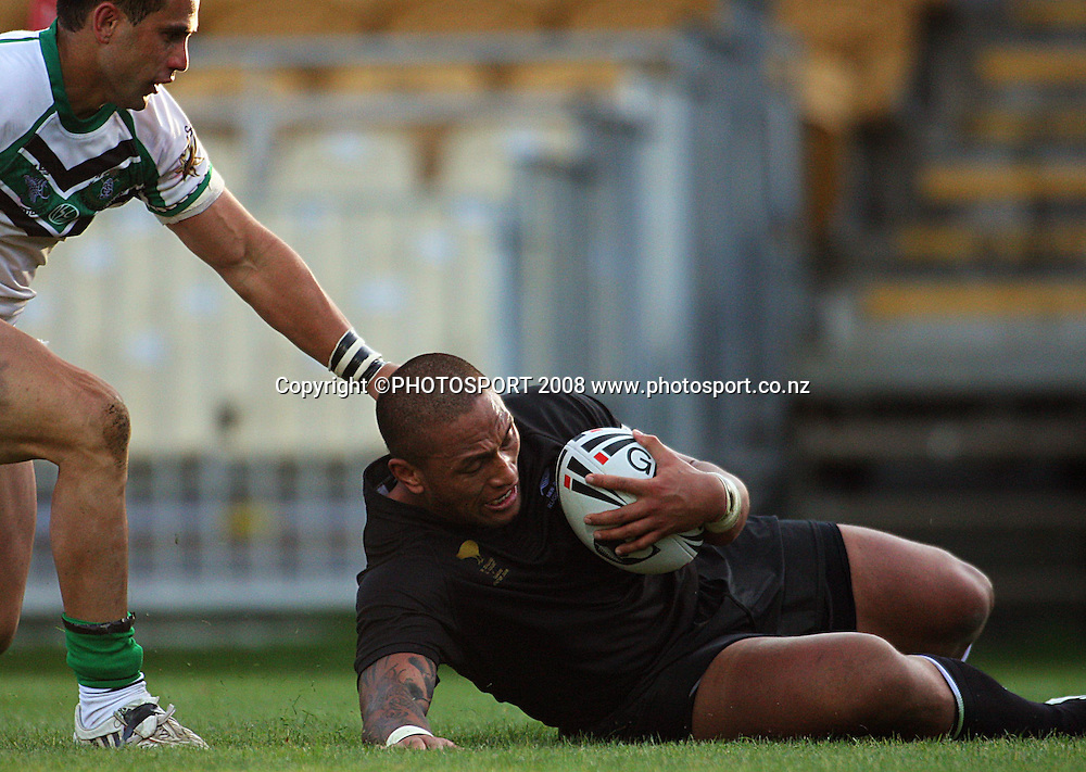 Manu Vatuvai scores his second try.<br /> Rugby League - All Golds v New Zealand Maori at Yarrow Stadium, New Plymouth. Sunday, 12 October 2008. Photo: Dave Lintott/PHOTOSPORT