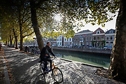 Fietsers rijden op een zonnige herfstdag langs de Oudegracht in Utrecht.<br /> <br /> On a sunny autumn day cyclist ride along the Oudegracht in Utrecht.