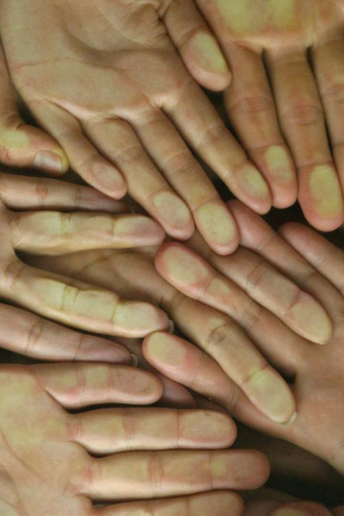 Belo Horizonte_MG, Brasil...Detalhe da mao de pessoas...Detail of people hands...Foto: LEO DRUMOND / NITRO