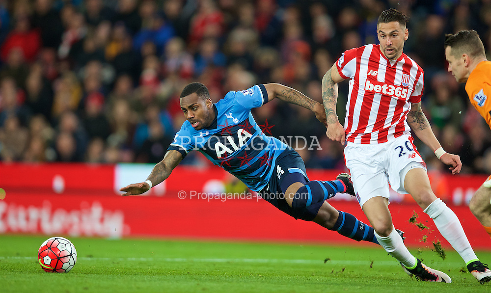 STOKE-ON-TRENT, ENGLAND - Monday, April 18, 2016: Tottenham Hotspur's Danny Rose slips in the Stoke City penalty area during the FA Premier League match at the Britannia Stadium. (Pic by David Rawcliffe/Propaganda)