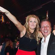 NLD/Amsterdam//20140331 - Uitreiking Edison Pop 2014 , Miss Montreal, Sanne Hans met electrische sigaret en Jannes