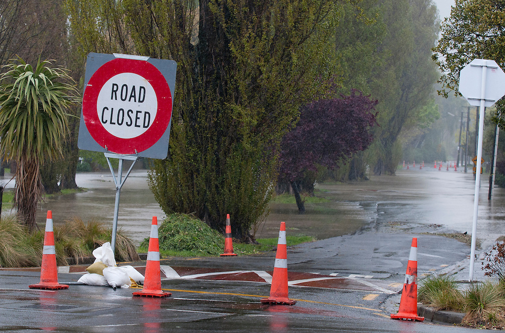 Flooding from the Heathcote River in Eastern Terrace, Christchurch, New Zealand, Wednesday, October 19, 2011. Credit: SNPA /  David Alexander.