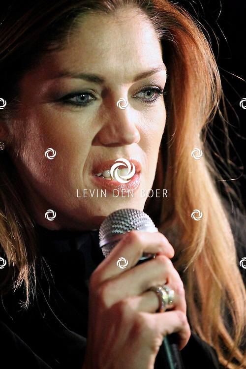 AMSTERDAM - In het evenementen centrum Panama hield Kelly Pfaff haar perspresentatie. De bekendste TV dochter van Belgie en Nederland, Kelly Pfaff, maakt binnenkort een spectaculaire comeback als DJ. FOTO LEVIN DEN BOER - PERSFOTO.NU