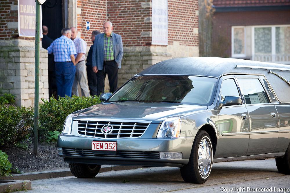 361972-begrafenis Conny De Vos, die vorige week dodelijk verongelukte op de Heisteenweg in Beerzel terwijl zij haar zoon Björn rijles gaf-Beerzelplein Beerzel