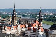 Blick auf Residenzschloss und Kathedrale (Hofkirche)  und Elbe, Dresden,  Sachsen, Deutschland. .Dresden, Germany, view on Castle, cathedral and River Elbe