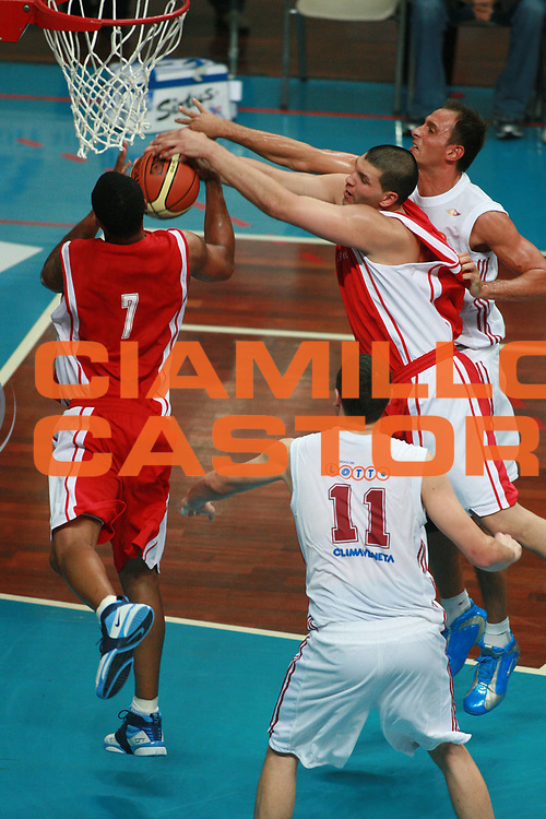 DESCRIZIONE : Busto Arsizio Precampionato Lega A1 2006 2007 Trofeo Dream Team Whirlpool Varese Lottomatica Roma <br />GIOCATORE : Fernandez Howell Tonolli<br />SQUADRA : Whirlpool Varese Lottomatica Roma<br />EVENTO : Precampionato Lega A1 2006 2007 Trofeo Dream Team Whirlpool Varese Lottomatica Roma<br />GARA : Whirlpool Varese Lottomatica Roma<br />DATA : 23/09/2006 <br />CATEGORIA :  Rimbalzo<br />SPORT : Pallacanestro <br />AUTORE : Agenzia Ciamillo-Castoria/S.Ceretti<br />Galleria :  Lega Basket A1 2006-2007<br />Fotonotizia : Busto Arsizio Precampionato Lega A1 2006 2007 Trofeo Dream Team Whirlpool Varese Lottomatica Roma<br />Predefinita :
