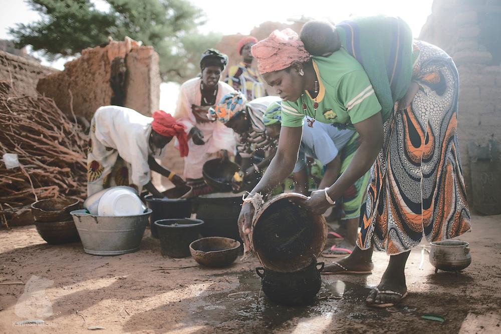 Women washing dishes, Ennde, Dogon Country, Mali.