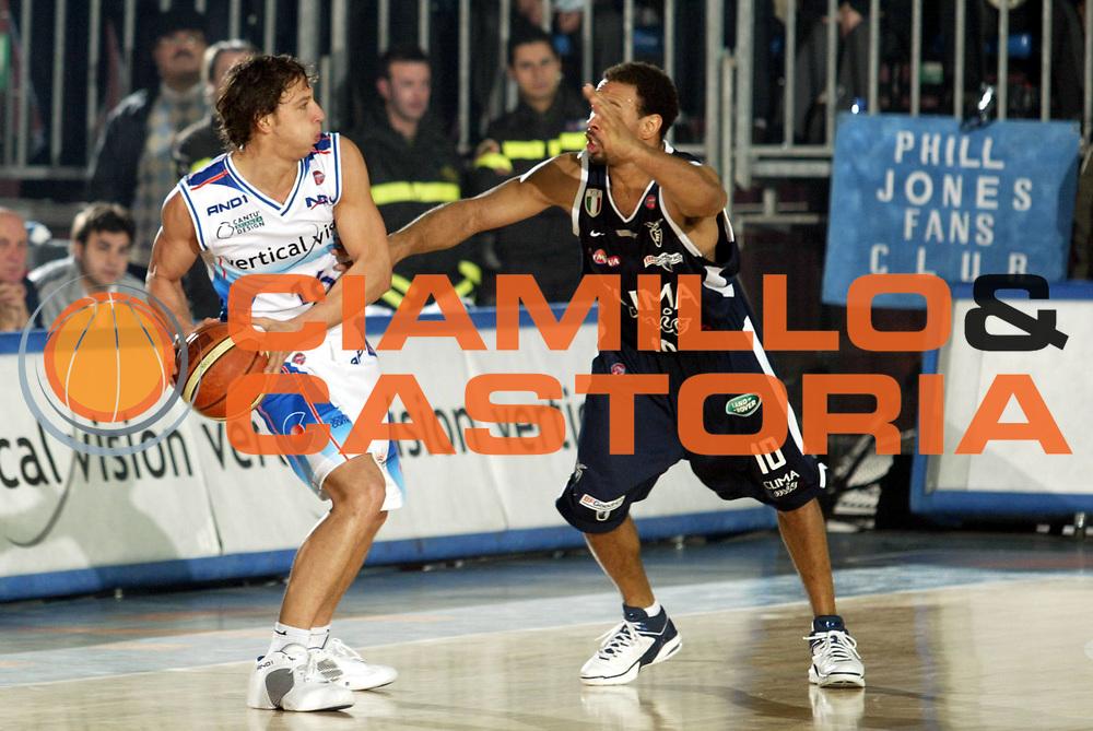 DESCRIZIONE : Cantu Lega A1 2005-06 Vertical Vision Cantu Climamio Bologna <br />GIOCATORE : Lamma<br />SQUADRA : Vertical Vision Cantu<br />EVENTO : Campionato Lega A1 2005-2006<br />GARA : Vertical Vision Cantu Climamio Bologna  <br />DATA : 29/01/2006<br />CATEGORIA : Passaggio<br />SPORT : Pallacanestro<br />AUTORE : Agenzia Ciamillo-Castoria/S.Ceretti