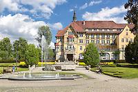 Bad Kudowa Zdrój liegt am Fuße des Nationalparks Heuscheuergebirge, an der westlichen Grenze des Glatzer Berglandes (Polen) zu Tschechien.