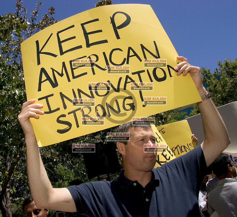 Palo Alto, CALIF. June 24, 2004--Tech worker Martin Silver protests in opposition to stock option regulations outside Palo Alto City Hall, June 24, 2004 Photo by Kim Kulish