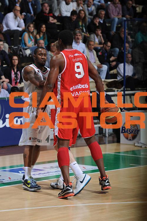 DESCRIZIONE :Siena  Lega A 2011-12 Montepaschi Siena Cimberio Varese Play off gara 1<br /> GIOCATORE : Yakhouba Diawara<br /> CATEGORIA : fair play<br /> SQUADRA : Cimberio Varese<br /> EVENTO : Campionato Lega A 2011-2012 Play off gara 1 <br /> GARA : Montepaschi Siena Cimberio Varese<br /> DATA : 17/05/2012<br /> SPORT : Pallacanestro <br /> AUTORE : Agenzia Ciamillo-Castoria/ GiulioCiamillo<br /> Galleria : Lega Basket A 2011-2012  <br /> Fotonotizia : Siena  Lega A 2011-12 Montepaschi Siena Cimberio Varese Play off gara 1<br /> Predefinita :