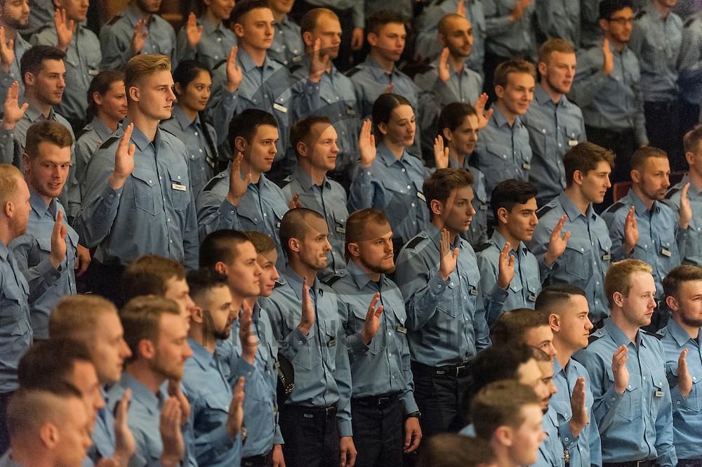 Berufsanf&auml;ngerinnen und Berufsanf&auml;nger der Polizei schw&ouml;ren am 03.06.2016 in Berlin, Deutschland ihren Eid auf die Verfassung. 741 Berufsanf&auml;ngerinnen und Berufsanf&auml;nger der Polizei Berlin wurden heute in einem Festakt vereidigt. Foto: Markus Heine / heineimaging<br /> <br /> ------------------------------<br /> <br /> Ver&ouml;ffentlichung nur mit Fotografennennung, sowie gegen Honorar und Belegexemplar.<br /> <br /> Bankverbindung:<br /> IBAN: DE65660908000004437497<br /> BIC CODE: GENODE61BBB<br /> Badische Beamten Bank Karlsruhe<br /> <br /> USt-IdNr: DE291853306<br /> <br /> Please note:<br /> All rights reserved! Don't publish without copyright!<br /> <br /> Stand: 06.2016<br /> <br /> ------------------------------ Berufsanf&auml;ngerinnen und Berufsanf&auml;nger der Polizei schw&ouml;ren am 03.06.2016 in Berlin, Deutschland ihren Eid auf die Verfassung. 741 Berufsanf&auml;ngerinnen und Berufsanf&auml;nger der Polizei Berlin wurden heute in einem Festakt vereidigt. Foto: Markus Heine / heineimaging<br /> <br /> ------------------------------<br /> <br /> Ver&ouml;ffentlichung nur mit Fotografennennung, sowie gegen Honorar und Belegexemplar.<br /> <br /> Bankverbindung:<br /> IBAN: DE65660908000004437497<br /> BIC CODE: GENODE61BBB<br /> Badische Beamten Bank Karlsruhe<br /> <br /> USt-IdNr: DE291853306<br /> <br /> Please note:<br /> All rights reserved! Don't publish without copyright!<br /> <br /> Stand: 06.2016<br /> <br /> ------------------------------