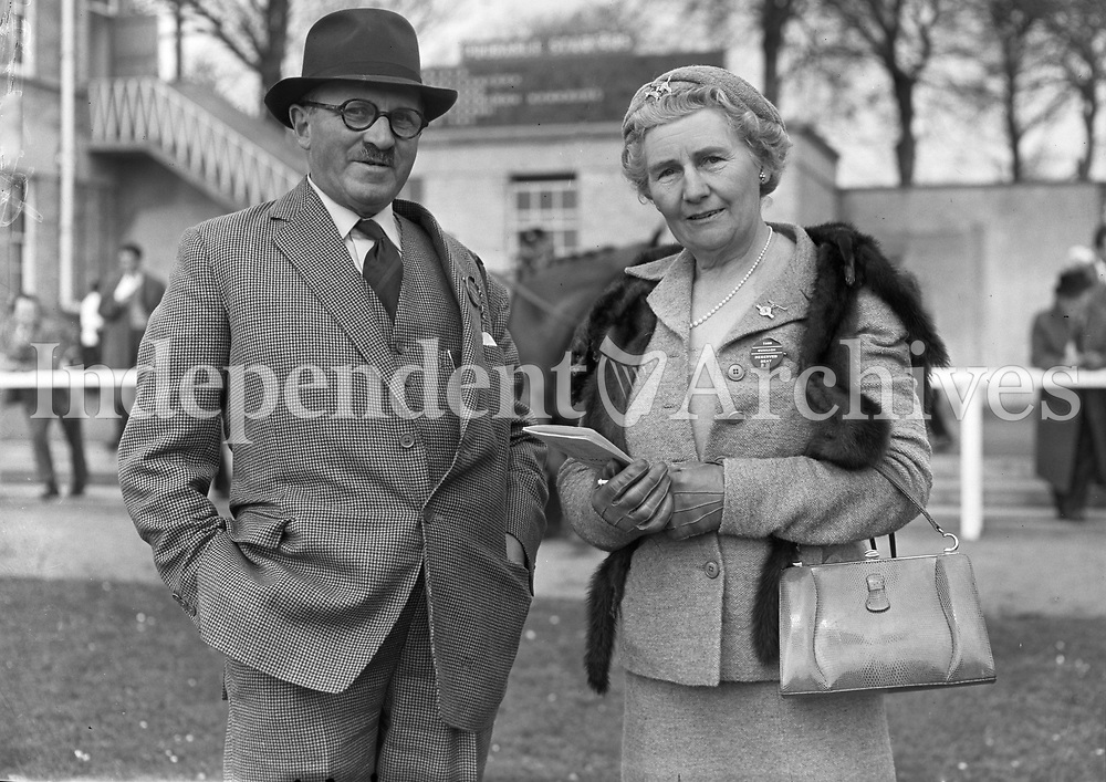 R1585<br /> Mr &amp; Mrs Vickerman, horse Owners at the races, location unknown. April 1958.<br /> (Part of the Independent Newspapers Ireland/NLI collection.)