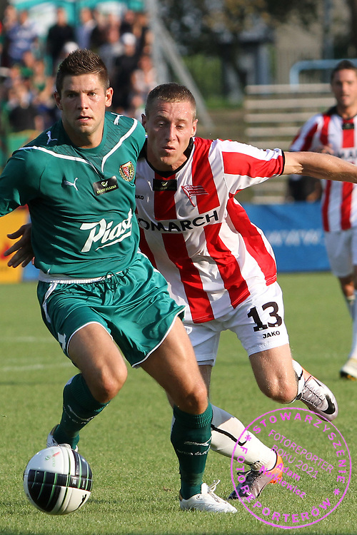 STADION HUTNIKA , MECZ EKSTRAKLASY PILKI NOZNEJ CRACOVIA KRAKOW - SLASK WROCLAW , N/Z  SLUSARSKI BARTOSZ CRACOVIA, SPAHIC AMIR SLASK ....KRAKOW , POLSKA , SIERPIEN 13 , 2010....( PHOTO BY NORBERT KROL / MEDIASPORT )....PICTURE ALSO AVAIBLE IN RAW OR TIFF FORMAT ON SPECIAL REQUEST.  *** Local Caption *** `