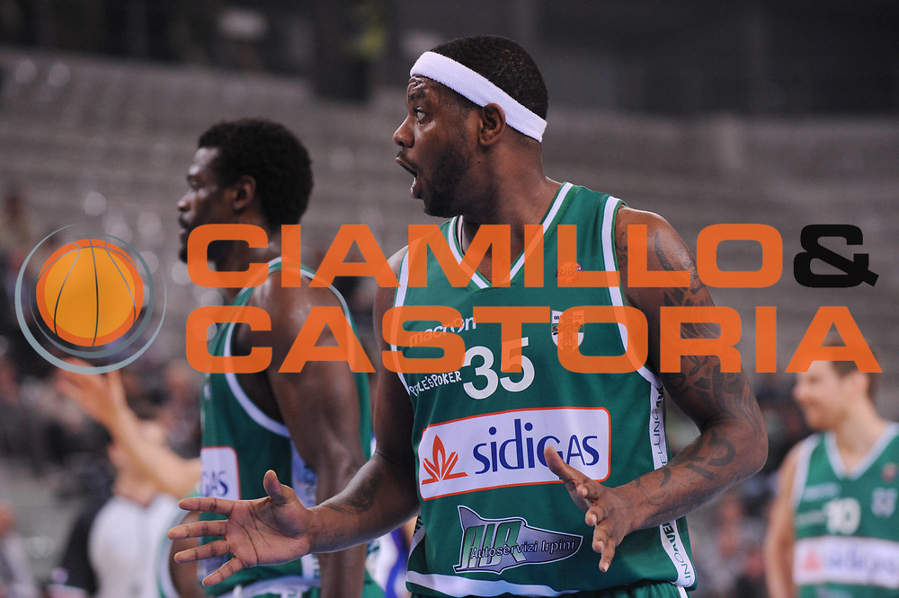DESCRIZIONE : Torino Coppa Italia Final Eight 2012 Quarto Di Finale Bennet Cantu Sidigas Avellino<br /> GIOCATORE : Ronald Slay<br /> CATEGORIA : delusione<br /> SQUADRA : Sidigas Avellino<br /> EVENTO : Suisse Gas Basket Coppa Italia Final Eight 2012<br /> GARA : Bennet Cantu Sidigas Avellino<br /> DATA : 17/02/2012<br /> SPORT : Pallacanestro<br /> AUTORE : Agenzia Ciamillo-Castoria/M.Marchi<br /> Galleria : Final Eight Coppa Italia 2012<br /> Fotonotizia : Torino Coppa Italia Final Eight 2012 Quarto Di Finale Bennet Cantu Sidigas Avellino<br /> Predefinita :