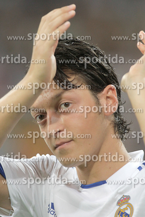 24.08.2010, Estadio Santiago Bernabeu, Madrid, ESP, Trofeo Santiago Bernabeu, Real Madrid vs Rosenborg, im Bild Real Madrid's Mesut Ozil during official presentation. EXPA Pictures © 2010, PhotoCredit: EXPA/ Alterphotos/ Alvaro Hernandez+++++ ATTENTION - OUT OF SPAIN / ESP +++++ / SPORTIDA PHOTO AGENCY