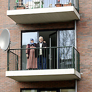 Nederland Rotterdam 3 december 2005 20051203.Allochtoon echtpaar poseert op balkon van woning .Foto David Rozing