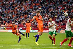 03-09-2017 NED: WK Kwalificatie Nederland - Bulgarije, Amsterdam<br /> Het Nederlands elftal heeft de hoop op deelname aan het WK van volgend jaar in Rusland levend gehouden. Na het echec van Parijs greep Oranje tegen Bulgarije in Amsterdam de laatste strohalm: 3-1 / Vincent Janssen #9, Davy Propper #10