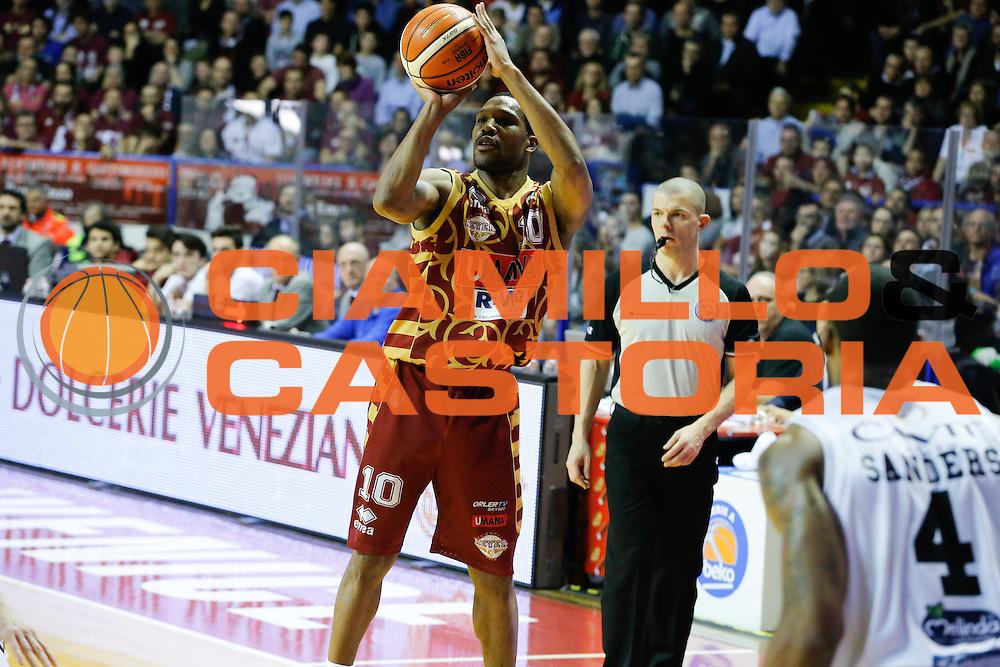 DESCRIZIONE : Venezia Lega A 2015-16 Umana Reyer Venezia Dolomiti Energia Trentino<br /> GIOCATORE : Mike Green<br /> CATEGORIA : Tiro<br /> SQUADRA : Umana Reyer Venezia Dolomiti Energia Trentino<br /> EVENTO : Campionato Lega A 2015-2016<br /> GARA : Umana Reyer Venezia Dolomiti Energia Trentino<br /> DATA : 28/12/2015<br /> SPORT : Pallacanestro <br /> AUTORE : Agenzia Ciamillo-Castoria/G. Contessa<br /> Galleria : Lega Basket A 2015-2016 <br /> Fotonotizia : Venezia Lega A 2015-16 Umana Reyer Venezia Dolomiti Energia Trentino