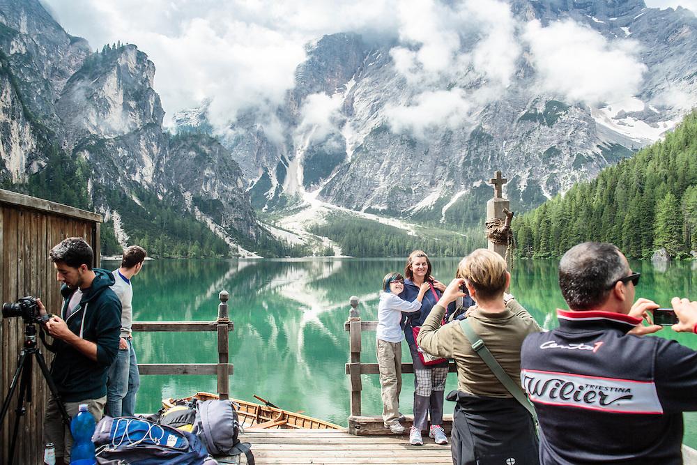 """05 JUL 2014 - Lago di Braies, Braies (BZ) -  Location della fiction """"Un passo dal cielo"""" - Il lago dal capanno di Pietro, turisti"""