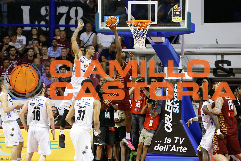Ejim Melvin<br /> Umana Reyer Venezia - Dolomiti Energia Aquila Basket Trento<br /> Lega Basket Serie A 2016/17 Finali Gara 02<br /> Venezia, 12/06/2017<br /> Foto Ciamillo-Castoria / M. Brondi