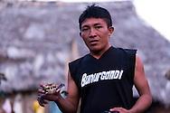 Retrato de  Olo Garcia.  La  isla de Ustupu, perteneciente a la comarca indígena  Guna Yala,  forma parte del archipiélago de 365 islas a lo largo de la costa caribe noreste de Panamá..En Ustupu se genero la  Revolución Guna  en 1925, en la que los indígenas Gunas se defendieron ante las autoridades panameñas, que obligaban a los indígenas a occidentalizar su cultura a la fuerza. los Gunas con el aval del gobierno panameño, crearon un territorio autónomo llamado comarca indígena de Guna Yala, para garantizar la seguridad de la población y cultura Guna..(Ramón Lepage).La  isla de Ustupu, perteneciente a la comarca indígena  Guna Yala,  forma parte del archipiélago de 365 islas a lo largo de la costa caribe noreste de Panamá..En Ustupu se genero la  Revolución Guna  en 1925, en la que los indígenas Gunas se defendieron ante las autoridades panameñas, que obligaban a los indígenas a occidentalizar su cultura a la fuerza. los Gunas con el aval del gobierno panameño, crearon un territorio autónomo llamado comarca indígena de Guna Yala, para garantizar la seguridad de la población y cultura Guna..(Ramón Lepage).