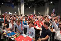 DEU, Deutschland, Germany, Berlin, 02.06.2018: Parteimitglieder bei der Abstimmung beim Landesparteitag der Berliner SPD im Hotel Andels.