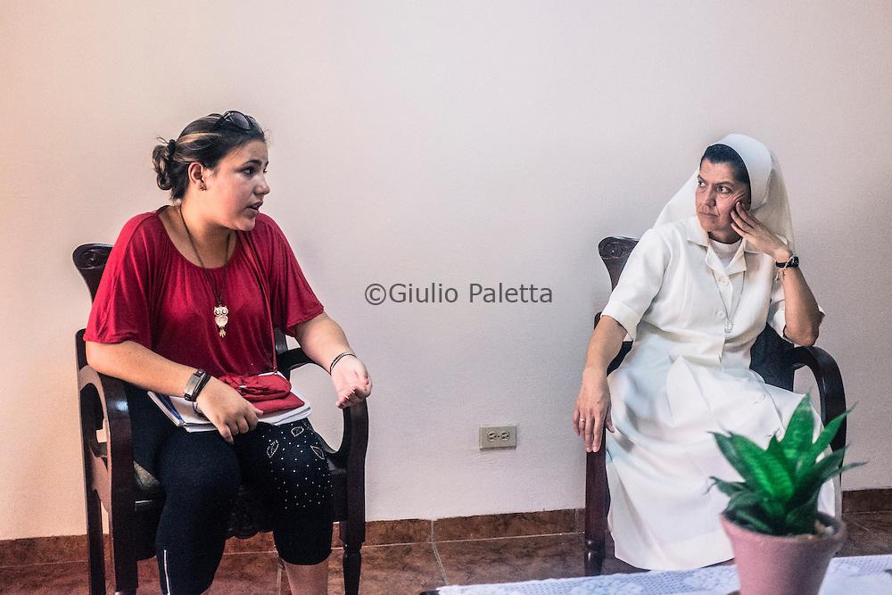Suor Gladys Arias Cortes, colombiana, suora dell'ordine della Esclava de Cristo Rey, presso il centro di ritiro dei Juanelo, dove vengono svolte attività di supporto e aiuto psicologico agli adolescenti di questo quartiere povero e periferico dell'Havana