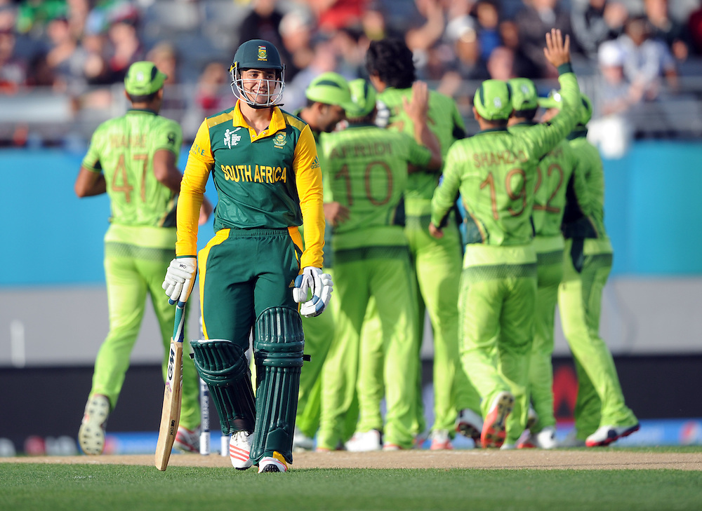 South Africa's Quinton de Kock out for 0 to Pakistan's Mohammad Irfan in the ICC Cricket World Cup at Eden Park, Auckland, New Zealand, Saturday, March 07, 2015. Credit:SNPA / Ross Setford
