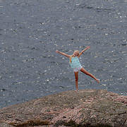 20160725  Lysekil<br /> Liten blond flicka vid havet <br /> sommar semester turister turism bad sol hav<br /> <br /> ----<br /> FOTO : JOACHIM NYWALL KOD 0708840825_1<br /> COPYRIGHT JOACHIM NYWALL<br /> <br /> ***BETALBILD***<br /> Redovisas till <br /> NYWALL MEDIA AB<br /> Strandgatan 30<br /> 461 31 Trollh&auml;ttan<br /> Prislista enl BLF , om inget annat avtalas.