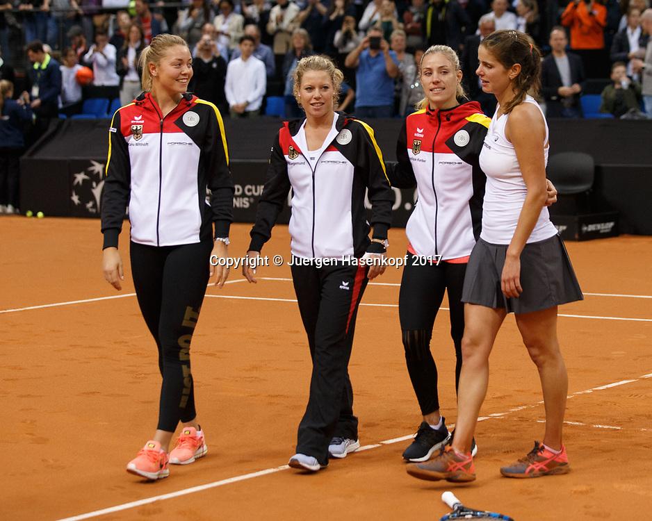 GER-UKR, Deutschland - Ukraine, <br /> Porsche Arena, Stuttgart, internationales ITF  Damen Tennis Turnier, Mannschafts Wettbewerb,<br /> die deutsche Mannschaft von L-R. CARINA WITTHOEFT,LAURA SIEGEMUND ,ANGELIQUE KERBER und JULIA GOERGES (GER) feiern den Sieg