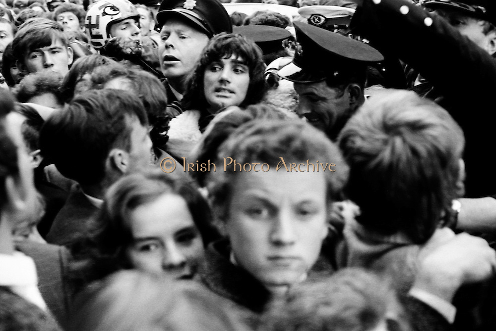 Footballer George Best is mobbed by fans as he arrives to open Penney's Food-hall on Henry Street, Dublin.<br />
