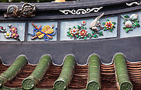 Both the internal and external roof in the Thean Hock Keng Temple in Sinapore is ornately decorated with beautiful symbolic statues and paintings.