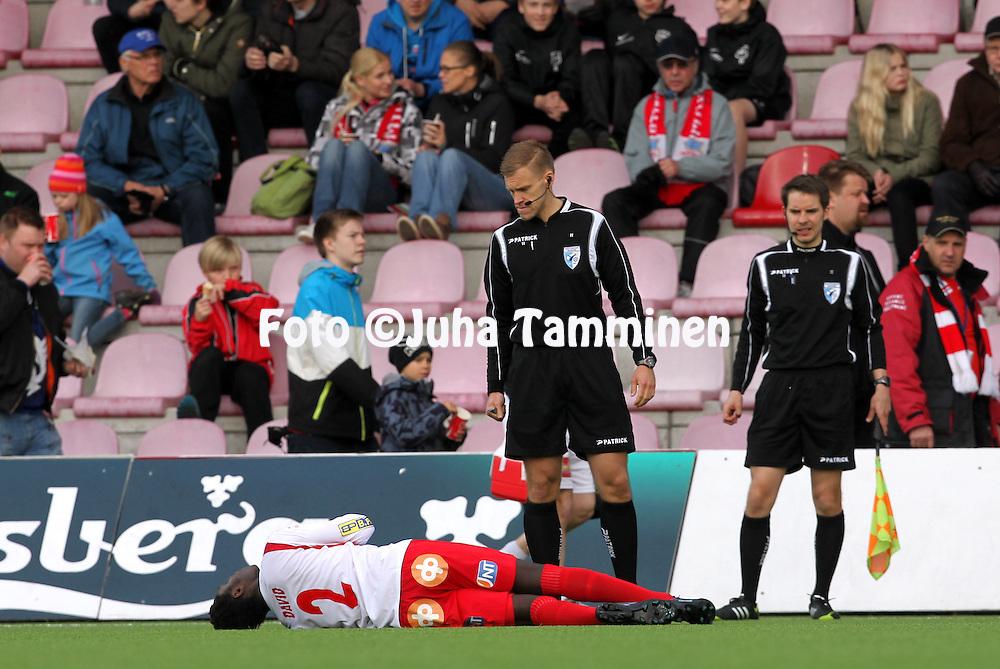 12.5.2014, Myllykoski, Kouvola.<br /> Veikkausliiga 2014.<br /> Myllykosken Pallo-47 - FF Jaro.<br /> Erotuomari Marko Gr&ouml;nholm &amp; David Aubrey (Jaro).