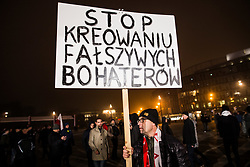 November 10, 2018 - Warsaw, Poland - Several hundred demonstrators rallied on November 10, 2018 against the unveiling of the statue of the late Polish President Lech Kaczynski in Pilsudski Square in Warsaw. Brother Jaroslaw Kaczynski, a powerful leader of the ruling PiS party in Poland, has politicized the death of his brother in the crash of his Russian presidential jet in March 2010. (Credit Image: © Sadak Souici/Le Pictorium Agency via ZUMA Press)