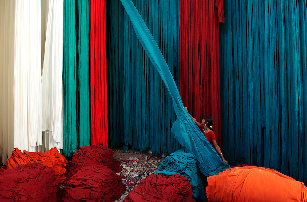 Sarees and other garments are woven, bleached then dyed before being printed in the town of Pali, before being distributed all over the subcontinent. It is Jodhpur's nearest neighbour across the desert and an important source of industry.