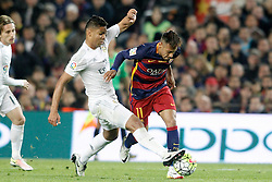 02.04.2016, Camp Nou, Barcelona, ESP, Primera Division, FC Barcelona vs Real Madrid, 31. Runde, im Bild FC Barcelona's Neymar Jr (r) and Real Madrid's Carlos Henrique Casemiro // during the Spanish Primera Division 31th round match between Athletic Club and Real Madrid at the Camp Nou in Barcelona, Spain on 2016/04/02. EXPA Pictures © 2016, PhotoCredit: EXPA/ Alterphotos/ Acero<br /> <br /> *****ATTENTION - OUT of ESP, SUI*****