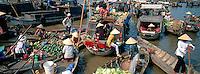 Vietnam. Delta du Mekong. Can Tho. Marché flottant de Cai Rang. // Vietnam. Mekong Delta. Can Tho. Floating market of Cai Rang.