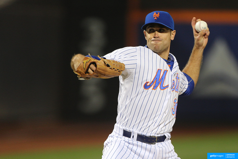 Pitcher Sean Gilmartin, New York Mets, pitching during the New York Mets Vs Atlanta Braves MLB regular season baseball game at Citi Field, Queens, New York. USA. 22nd September 2015. Photo Tim Clayton