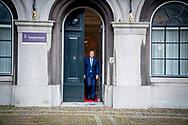DEN HAAG - Sybrand Buma (CDA)  komt aan op het Binnenhof voor gesprekken met informateur Gerrit Zalm.De vier partijen die een nieuw kabinet willen vormen, hebben maandag na ruim drie maanden overleg hun regeerakkoord af. De plannen voor de komende jaren gaan nu naar de fracties van VVD, CDA, D66 en ChristenUnie. Zij buigen zich in de loop van de dag over het concept.   copyright robin utrecht