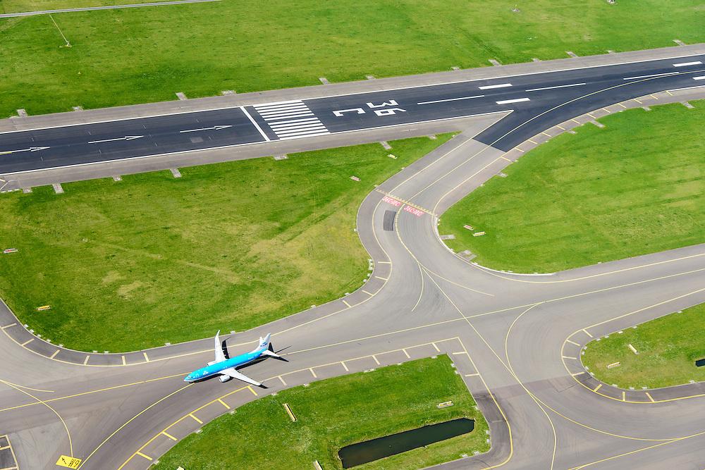Nederland, Noord-Holland, Haarlemmermeer, 09-04-2014; luchthaven Schiphol. Baan 36C, de Zwanenburgbaan (vierde baan). Start- en landingsbaan<br /> Schiphol Airport, runway 36C.<br /> luchtfoto (toeslag op standard tarieven);<br /> aerial photo (additional fee required);<br /> copyright foto/photo Siebe Swart.