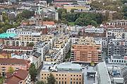 """I forgrunnen moskeen Islamic Cultural Centre, ICC, Norges eldste moské, grunnlagt av pakistanske innvandrere i 1974. Litt bak ligger  Grønland kirke, en langkirke fra 1869.  Kirken ligger i  Grønland i bydel Gamle Oslo i Oslo, og går ofte under navnet """"Østkantens katedral"""". Kirkens arkitekt var Wilhelm von Hanno. <br /> Byggverket er i tegl og oppført i nyromansk stil. Kirkeh har idag 800 sitteplasser, men ble opprinnelig bygget for 1399. Det gjør kirken til Oslos største, ganske interessant i forhold til bydelsutviklingen, som pr 2014 har et av Oslos laveste medlemstall i Den norske kirke. Bydelen har de senere år fått en rekke moskeer. Før sammenslåingen med Gamlebyen menighet i 2013 hadde daværende Grønland menighet landets laveste medlemsandel i Den norske kirke, ca 33% av befolkningen. Sammenslåingen med Gamlebyen menighet og utbyggingen av nye boligområder på Sørenga og i Bjørvika gjør at medlemsandelen i dag er vesentlig høyere. Kirken er kjent for sin gode akustikk med en lang, men samtidig presis etterklang. Den benyttes mye til konserter. <br /> Grønland menighet ble etablert i 1861 og har fra 01. januar navnet Gamlebyen og Grønland menighet. Gamlebyen kirke gikk fra samme dato ut av bruk som sognekirke. Den nåværende menighet omfatter også flere tidligere nedlagte menigheter: Tøyen småkirkemenighet, Wexels menighet og deler av Vaterland småkirkemenighet. Menigheten eide og drev frem til 2015 Vestasol leirsted på Larkollen utenfor Moss (solgt 2015)."""