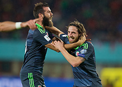 VIENNA, AUSTRIA - Thursday, October 6, 2016: Wales' Joe Allen celebrates scoring the first goal against Austria during the 2018 FIFA World Cup Qualifying Group D match at the Ernst-Happel-Stadion. (Pic by David Rawcliffe/Propaganda)