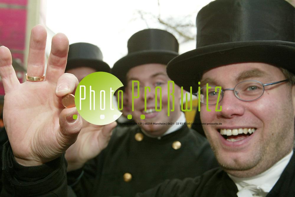Mannheim. Gl&uuml;cksbote Schornsteinfeger mit Gl&uuml;ckscent (PL WI)<br /> <br /> Bild: Markus Pro&szlig;witz