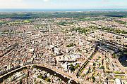 Nederland, Noord-Holland, Haarlem, 01-08-2016; overzicht centrum Haarlem, met aan het Spaarne het Teylersmuseum en direct daar achter Rechtbank Haarlem en De Grote of Sint Bavokerk. Bakenessergracht. Foto richting Noordzee, Waterleidingduinen en Zandvoort aan de horizon.<br /> City centre Haarlem.<br /> luchtfoto (toeslag op standard tarieven);<br /> aerial photo (additional fee required);<br /> copyright foto/photo Siebe Swart