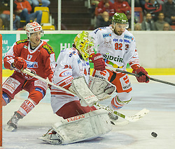 27.09.2015, Stadthalle, Klagenfurt, AUT, EBEL, EC KAC vs HCB Suedtirol, im Bild Manuel Ganahl (EC KAC, #17), Hübl Jaroslav (HCB Suedtirol #24), Podlipnik Matic (HCB Suedtirol #92) // during the Erste Bank Eishockey League match betweeen EC KAC and HCB Suedtirol at the City Hall in Klagenfurt, Austria on 2015/09/27. EXPA Pictures © 2015, PhotoCredit: EXPA/ Gert Steinthaler