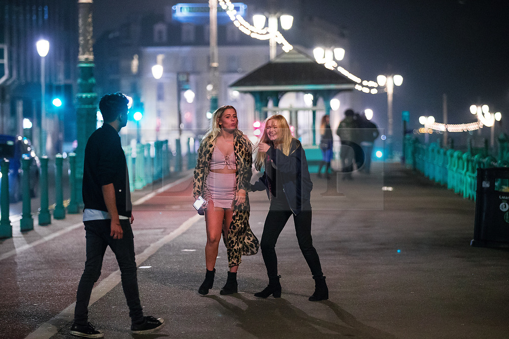 © Licensed to London News Pictures . 26/09/2017. Brighton, UK. Revellers at the end of a night out on Brighton Promenade during Freshers week , when university students traditionally enjoy the bars and clubs during their first nights out in a new city . Photo credit: Joel Goodman/LNP