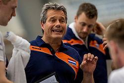 12-05-2017 NED: Nederland - Tsjechië, Amstelveen<br /> De Nederlandse volleybal mannen spelen hun eerste oefeninterland in de Emergohal in Amstelveen tegen Tsjechië. Deze wedstrijd staat in het teken van de verplaatsing van het Bankrasmomument. Nederland speelde daarom in speciale oude Nederlandse shirts uit 1992 / Coach Gido Vermeulen