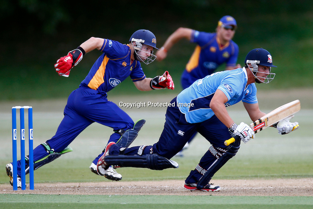 Wicket Keeper Derek de Boorder and Anaru Kitchen during the Ford Trophy match between the Auckland Aces v Otago Volts. Preliminary Final, Men's domestic 1 day cricket. Colin Maiden Park, New Zealand. Wednesday 8 January 2012. Ella Brockelsby / photosport.co.nz
